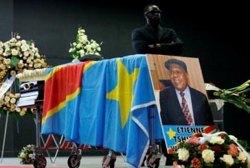 Un an après la mort de l'opposant historique Étienne Tshisekedi, sa dépouille attend toujours à Bruxelles, son rapatriement en République démocratique du Congo.
