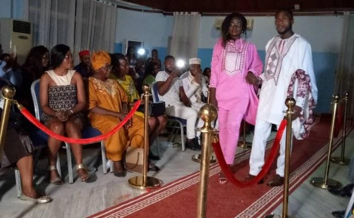 CULTURE : La salle des banquets du Cercle Municipal de Bonanjo a accueilli, le week-end dernier, un défilé de mode présenté par de nouvelles créatrices.