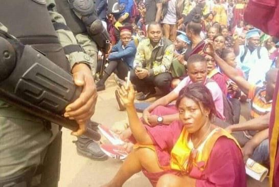 CAMEROUN : LES SEIGNEURS DE LA CRAIE TABASSÉS, HUMILIÉS, ARROSÉS D'EAUX ET DE GAZ LACRYMOGÈNE.
